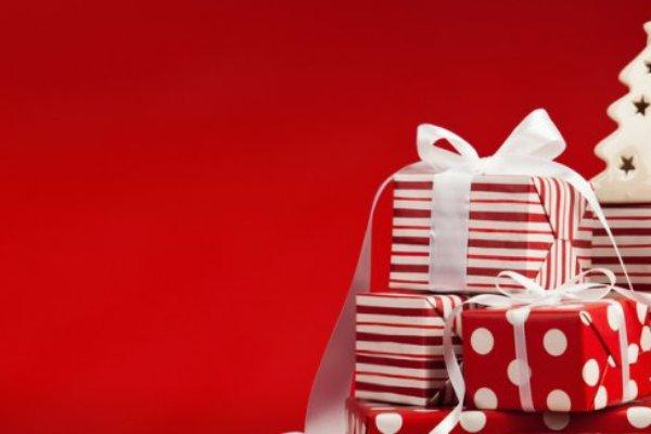 regali-di-natale-per-i-genitori-tante-idee-da-mettere-sotto-l-albero-3885604804[1000]x[418]780x325